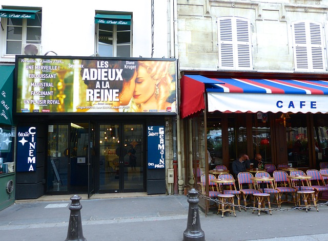 kavárna u kina