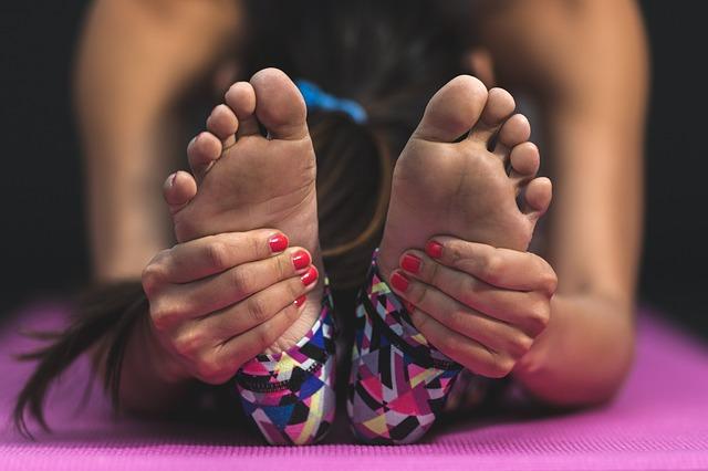 protahování k nohám