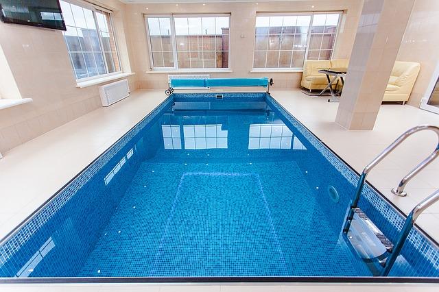 Bazén v interiéru.jpg